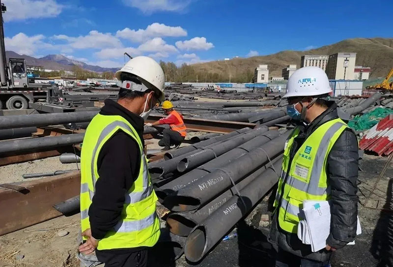 拉萨贡嘎机场10000吨钢结构封顶
