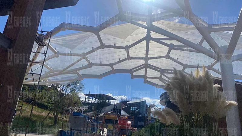 乐清铁定溜溜乐园商业街蜂窝状ETFE膜结构工程膜结构安装中