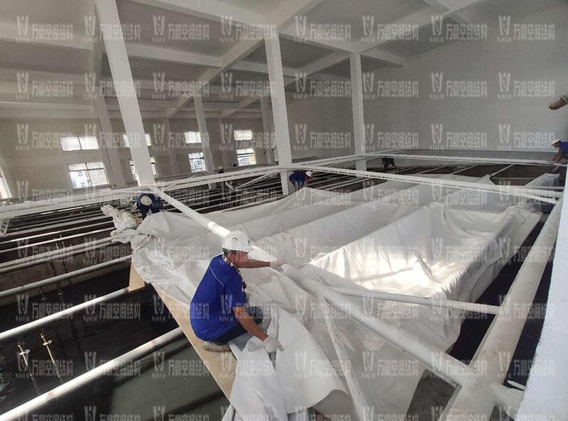 浙江仙琚制药股份有限公司废水站室内钢膜结构项目进入膜布安装阶段