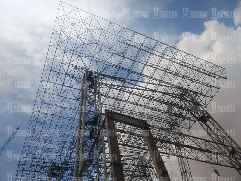 印尼全天候码头仓库屋面膜结构工程钢结构安装即将完成