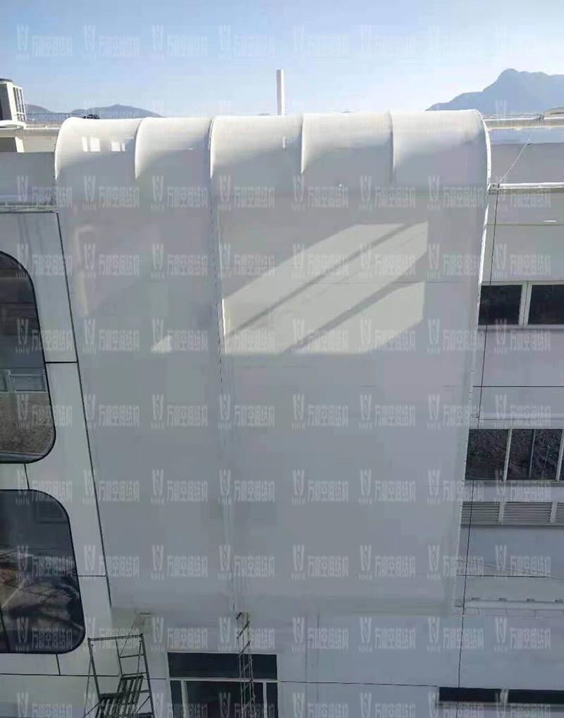 宁波益富乐公司新厂房外立面PTFE膜结构项目膜结构安装中