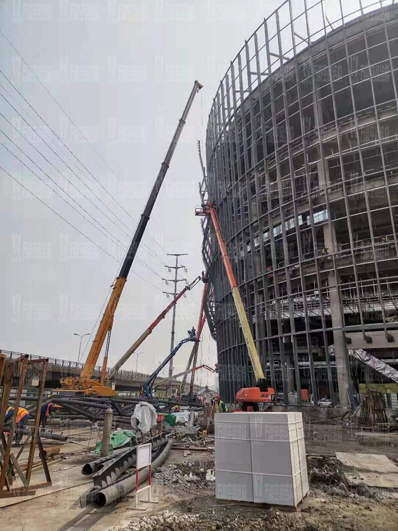 绍兴国际会展中心一期B区会议中心 PTFE外立面网格膜工程钢构件吊装中