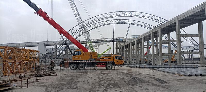 内蒙能源长城五矿选煤厂钢骨架膜棚建设项目钢结构施工中